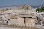 Mauerreste im Hintergrund
